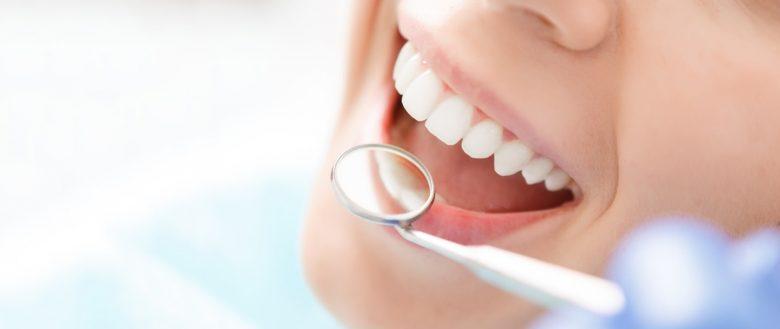 Et hvidt flot tandsæt